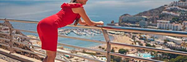 Jak stylizovat cervene saty 4 - Jak stylizovat červené šaty?